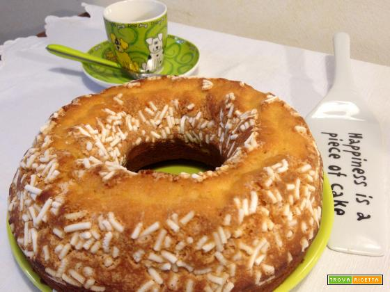 Ciambella semplice con granella di zucchero