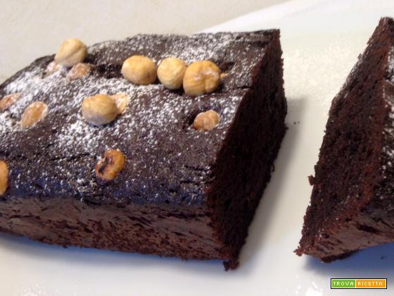 Torta nocciole e cioccolato dal cuore tenero