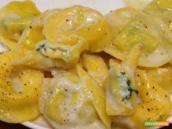 Tortelli ricotta e spinaci alla crema di formaggi