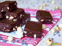 Quadrotti al Cioccolato e Nocciole Senza Cottura