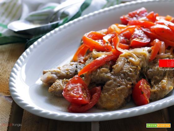 Straccetti di manzo con peperoni e pomodori
