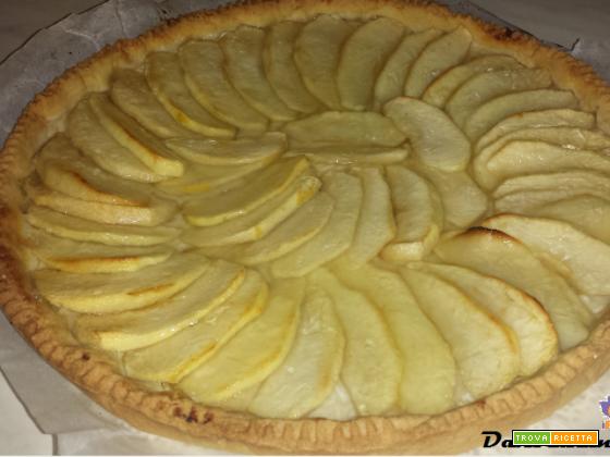 Crostata di mele, pasta frolla con zucchero a velo senza lievito
