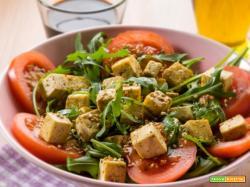 Tofu in insalata: salute, gusto e leggerezza a volontà