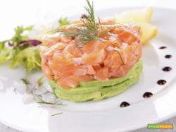 Tartare di salmone e avocado per iniziare bene una cena o un pranzo