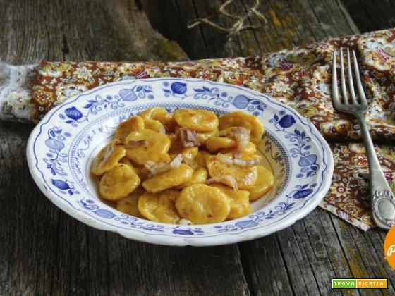 Gnocchi di zucca con fonduta di gorgonzola e noci