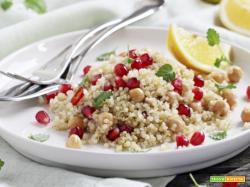 Insalata di quinoa con ceci e melagrana