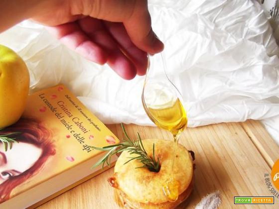 Frittelle alle mele gluten free con miele profumato al rosmarino