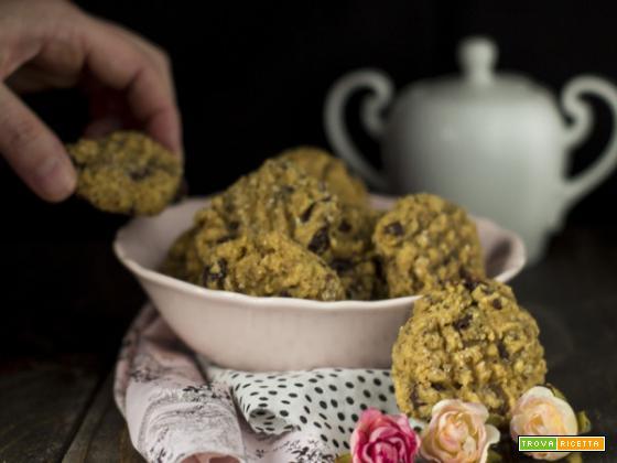 Biscotti speziati al cioccolato fondente e uvetta