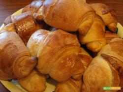 Croissant sfogliati con pasta madre