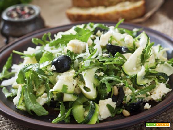 Insalata di zucchine con feta, leggerezza e bontà