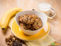 Biscotti di banana e muesli per una una colazione nutriente