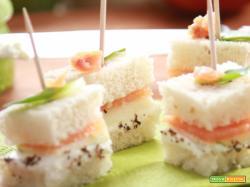 Finger food di pesce: mela e salmone