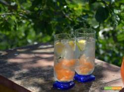 Acqua aromatizzata alla carota, limone e timo: una bevanda che renderà l'estate più fresca e piena di energia
