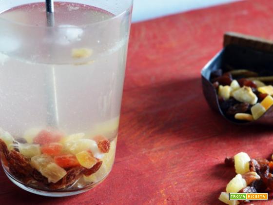 Salute, energia e freschezza dentro l'acqua aromatizzata alla frutta secca!