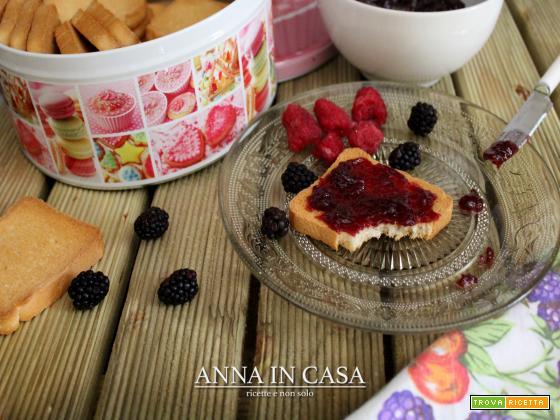 Confettura di frutti rossi