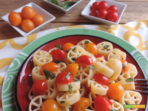 Rotelle ai due pomodori con basilico