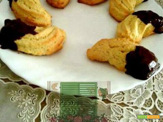Biscotti con l'imbuto glassati