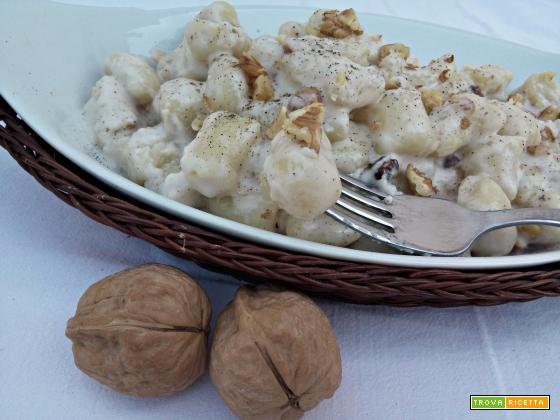 Gnocchi alla crema di taleggio e noci
