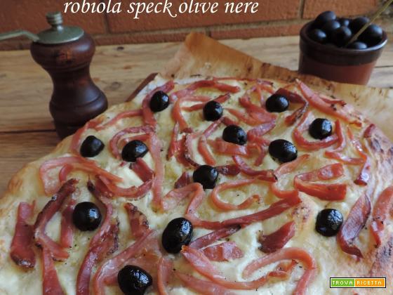 Focaccia golosa robiola speck olive nere