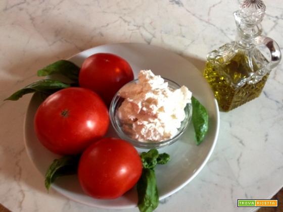 Risotto al pomodoro con quenelle di ricotta al basilico