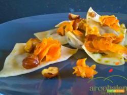 Ravioli Vegan ripieni di Canasta, Cipolla Bianca e Uvetta in salsa di Nocciole Carote e Pepe