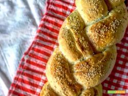 Treccia di pan brioche salata.