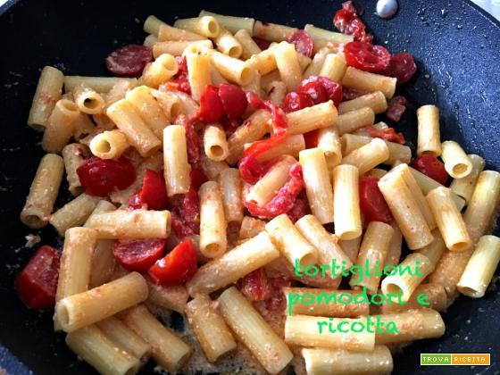 Tortiglioni pomodoro e ricotta piccanti