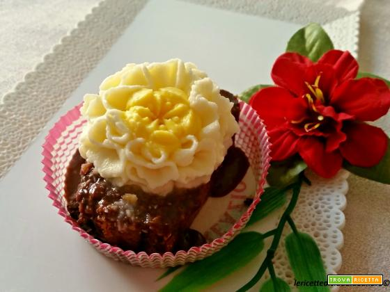 Dolcetti Swiss decorati con fiori al mascarpone