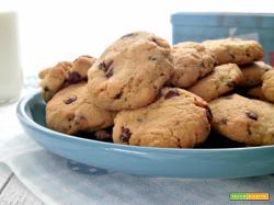 Biscotti con mandorle e gocce di cioccolato