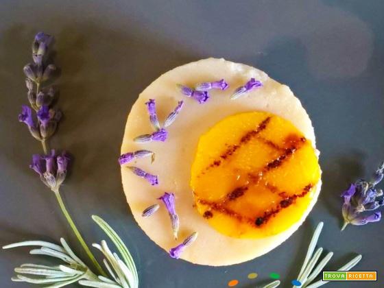 Un dolce dal profumo romantico: Budino Vegan al profumo fiori di Lavanda con Pesca alla piastra !