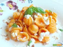 Orecchiette in crema di ricotta, peperoni e parmigiano