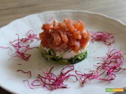 Tartare di salmone con spaghettini di zucchine