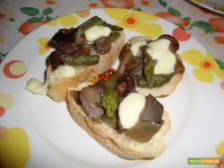 Bruschettona con funghi ed asparagi