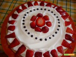 Crostata con panna e fragole e nutella