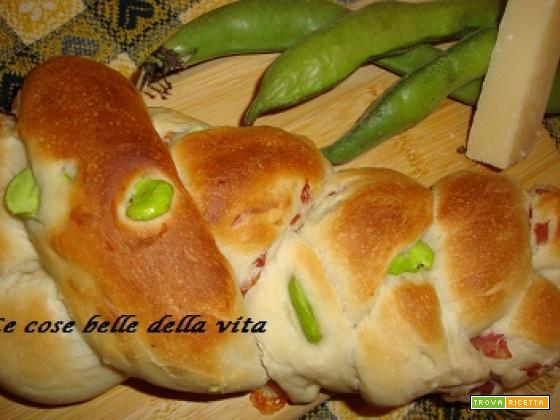 Treccia di pane con fave e salame