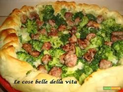 Torta salata con broccoletti e salsiccia