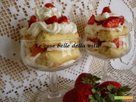 Coppa panna e fragole e tanti auguri alle mamme :-)
