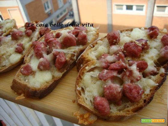 Crostoni con salsiccia