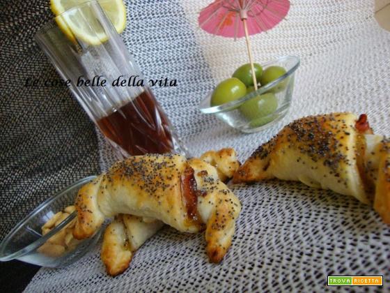 Cornetti salati con marmellata di fichi e speck