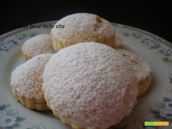 Biscotti ripieni con crema profumata al limone e mela