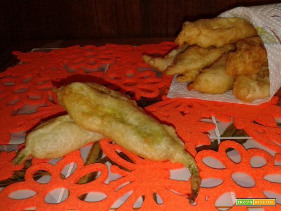 Fiori di zucca in pastella fritti