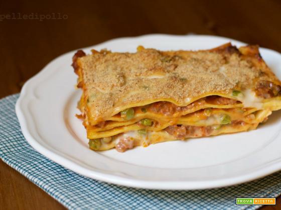 Lasagne con salsiccia e piselli al forno