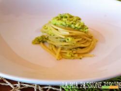 Spaghetti con crema di zucchina e mandorle
