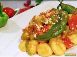 Gnocchi di patate con peperoni e pomodorini