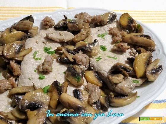 Fette di arista con funghi champignon