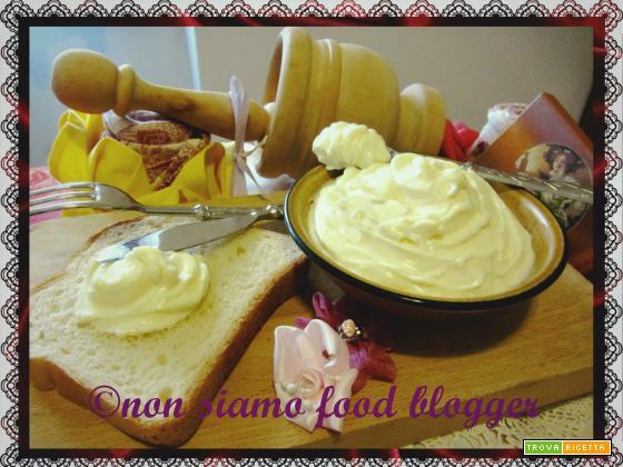 La maionese fatta in casa, ricetta facile e veloce