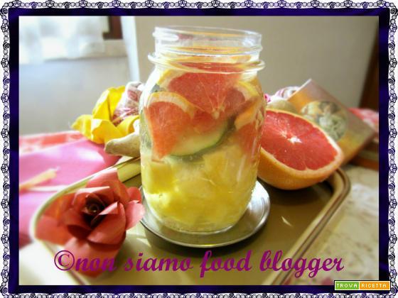 Acqua detox ananas e pompelmo rosa, anticellulite e brucia grassi