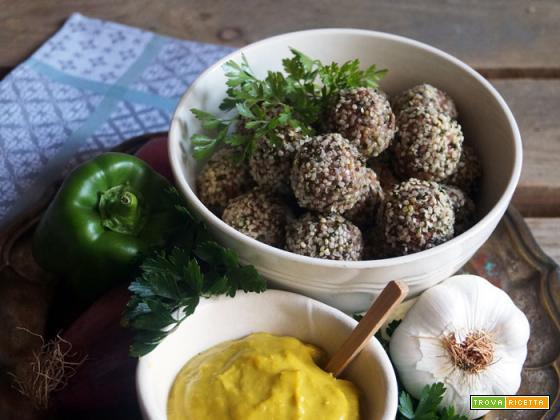 Essenza: Popettine speziate di legumi e semi di canapa con salsa di peperoni