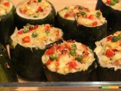 Zucchine ripiene con riso basmati, mortadella, formaggio e pomodori