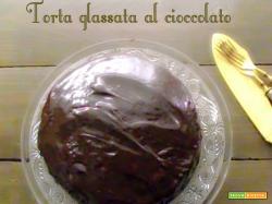 La torta glassata al cioccolato: la cugina povera della Baumkuchen